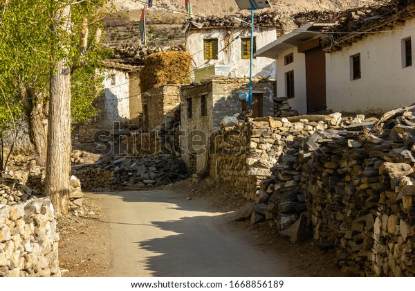 old-traditional-stone-houses-lining-600w