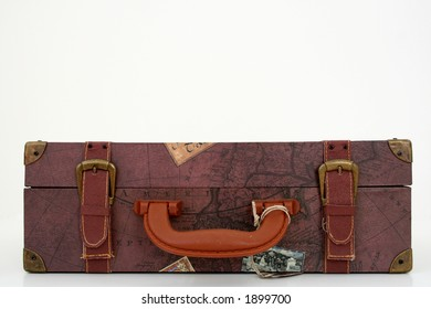 old travelers suit case