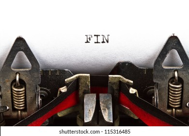 old typewriter with text fin (the end, in Spanish)