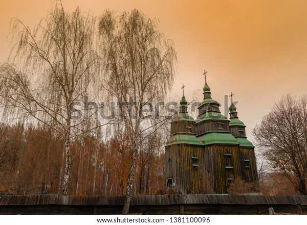old-ukrainian-orthodox-wooden-church-600