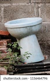 an old unused toilets