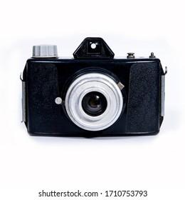 白い背景に古いビンテージスナップショット媒体形式のフィルムビューファインダーカメラ