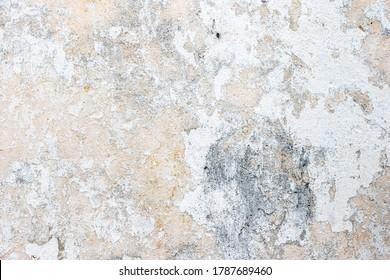 Vieux mur avec peintures blanches écaillées. Mur de béton vieux à texture peint en blanc.