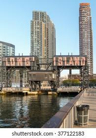 Old wharf crane at Hunters Point (Long Island)
