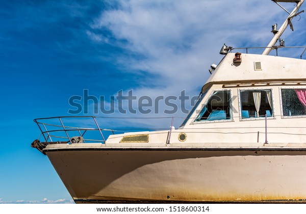 old-white-boat-shot-sidewise-600w-151860