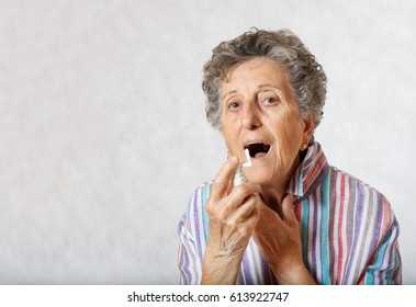 Old woman between 70 and 80 years old with a cold