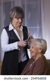 Old woman at the hairdresser