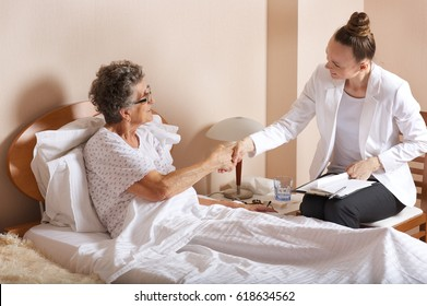Old woman with senior social work assistant