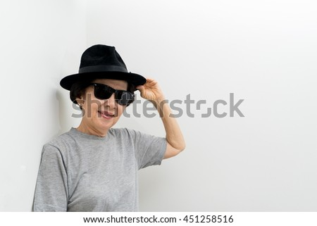 67155dda72fc Old Women Wear Hat Sunglasses Smailling Stock Photo (Edit Now ...