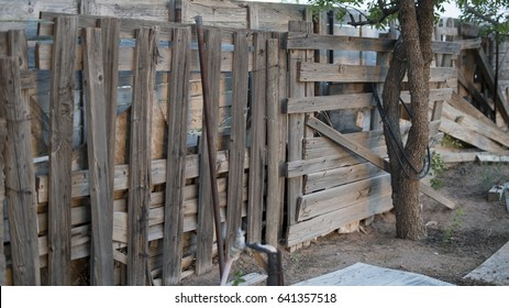 how to build a stock fence