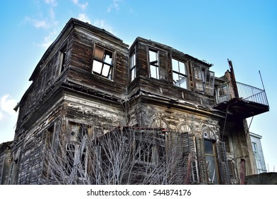 Old wooden house - Abandoned and ruinous
