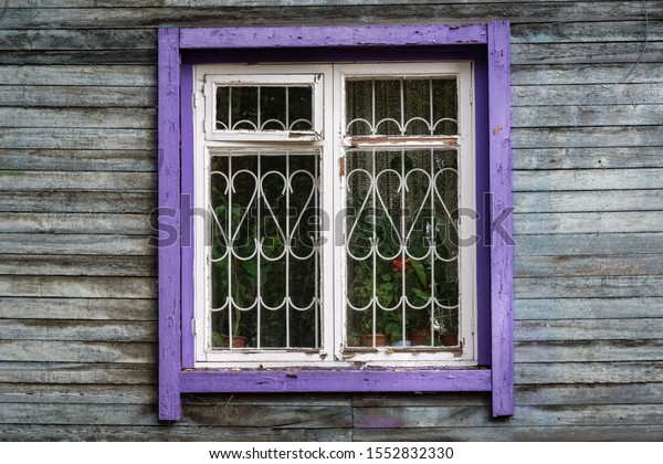 old-wooden-window-purple-frame-600w-1552