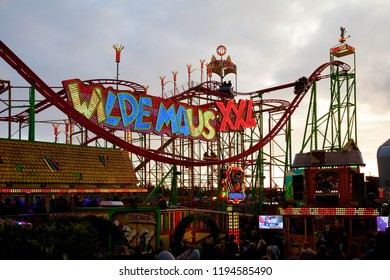 "Oldenburg, Germany - October 03, 2018: the fair ground attraction ""Wilde Maus XXL"" at ""Kramermarkt"", the ride can be done with head-mounted display for virtual reality"