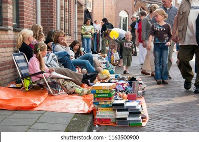 OLDENZAAL, OVERIJSSEL / NETHERLANDS - AUGUST 16 2006: People selling second hand products on ground.