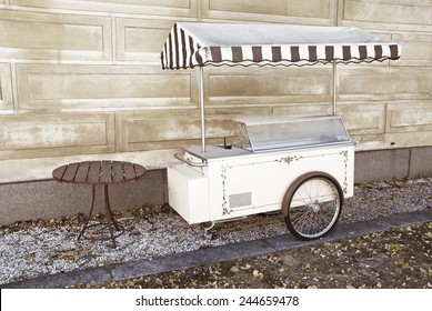 old-fashioned icecream truck