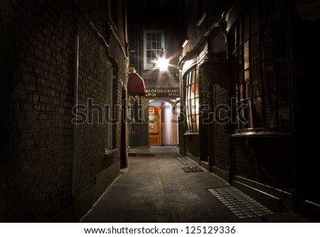 An oldfashioned London Alleyway