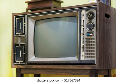 Olds television with green background
