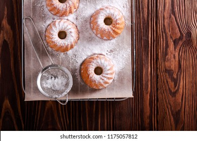 Olive oil mini bundt cakes with icing sugar