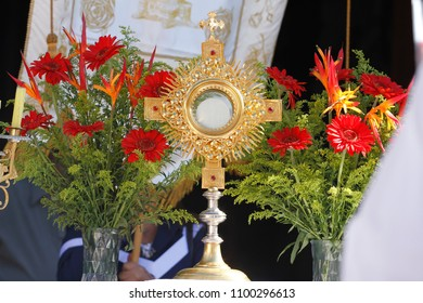 OLIVEIRA, MG / BRAZIL - 2015-06-04: Ostensorial with Blessed Sacrament Exposed to Catholics during Corpus Christi Procession