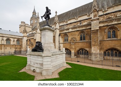 Oliver Cromwell statue outside Westminster Hall, Houses of Parliament, London, UK
