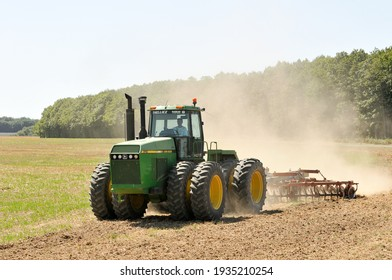 Olivet, France - 13 mars 2021 : mechanical stubble cultivation after the cereal harvest