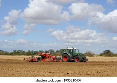 Olivet, France - 13 mars 2021 : farmer sowing grain