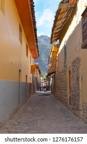 OLLANTAYTAMBO / PERU, August 15, 2018 : Tourists walk in the city of Ollantaytambo.