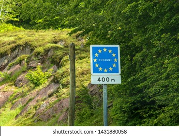 Oloron-Sainte-Marie/France; 06/16/2016. European Traffic Sign of 400 meters from the Somport Pass, border between Spain and France, in the French side.