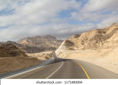 Oman Roadtrip: Deep canyons and steep roads on the highway through the Dhofar mountains