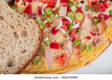 Omelett with bell peppers, tomato, spring onion and toast