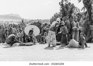 OMO, ETHIOPIA - SEPTEMBER 21, 2011: Unidentified Ethiopian people in the street. People in Ethiopia suffer of poverty due to the unstable situation