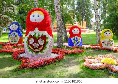 """Omsk, Russia - August 7, 2018: City exhibition of green building, floriculture and gardening """"Flora-2018"""". Exhibition Square. Landscape composition """"Russian folk crafts"""""""