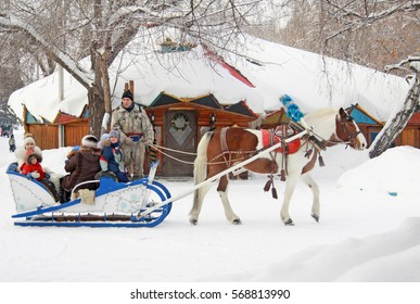 OMSK, RUSSIA - JANUARY 14, 2017: Horse-drawn carriage rides in winter park