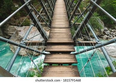 Sur le pont, dans les Gorges du Verdon.