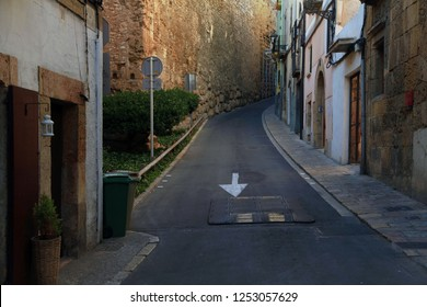 On the dark narrow street of Tarragona side by side the Roman era and the present
