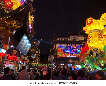 On February 11, 2018, many visitors came to visit the New Year Lantern Festival during the Year of the Dog in the Chinese New Year Lantern Festival in Shanghai's Yu Garden.
