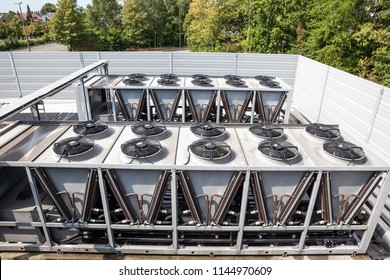on an flat roof there cooling air conditioning on an big building