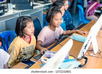 On January 15, 2019, Karen children are studying in computer room at Banbongtilang School.This Thai government school was located on Bong Ti,Sai Yok ,Kanchanburi,Thailand,western border to Myanmar.