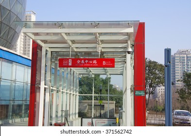 On March 15, 2014, xi 'an subway station. The underground railroad greatly facilitates people's travel.