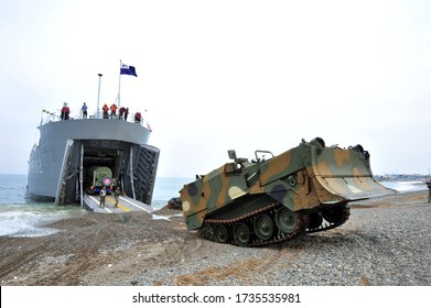 On March 31, 2014, at the Ssangnyong military exercise in East Sea Coast, pohang, South Korea, ROK marine corps and U.S. Marine Corps amphibious assault joint training together.