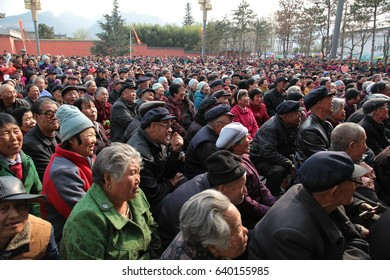 On March 6, 2017, in xi 'an, shaanxi province, the Chinese folk actor performed a series of performances in the qin dynasty. The scene of the sea of people.