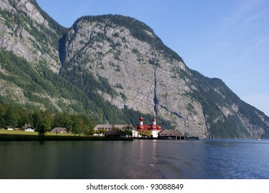 On the Königssee may only drive electric boats; in the background is the pilgrim chapel of St. Bartholomew and the Watzmann massif With the electric boat on Königsse
