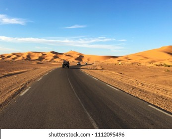 On road to desert safari by jeeps in Sahara Desert, Beni Abbes, Bechar, Algeria.
