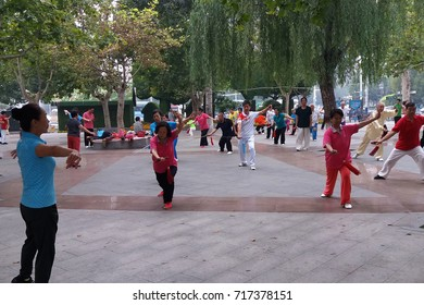 On September 16, 2017, shijiazhuang pingan park, the elderly people in  early morning exercise.