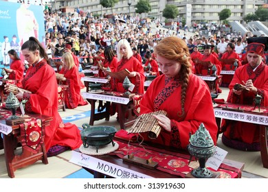 On September 5, 2015, nine countries of 50 students and hanfu fans dressed in traditional costumes,  and moral classics such as parents, teachers and guests, week China han blessing ceremony.