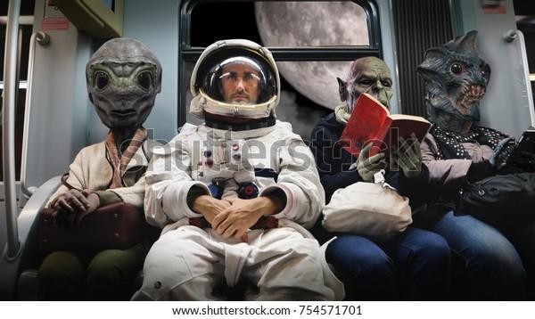На космическом корабле астронавт, сидя рядом с внеземными монстрами, путешествует в полной релаксации, читая книгу. Концепция космического транспорта, сюрреализм, будущее, новые миры.