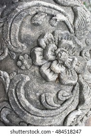 On the surface, carving a cement flower patterns create a mixed pattern Thailand's fascinating charm.