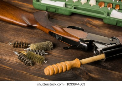 on the table a rifle, a ramrod, a set for cleaning, brushes. All for cleaning the gun.