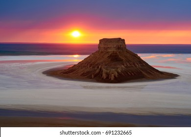 On the Ustyurt Plateau. Karyndzharyk hollow. Desert and plateau Ustyurt or Ustyurt plateau is located in the west of Central Asia, particulor in Kazakhstan, Turkmenistan and Uzbekistan