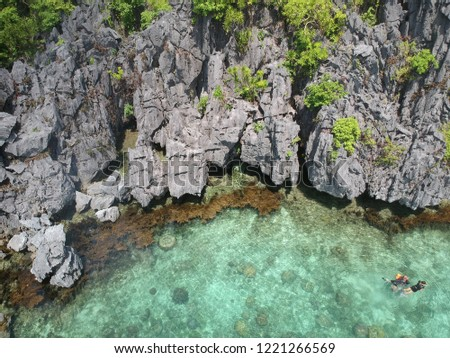 On the way to Small Lagoon in El Nido Palawan Philippines, you can find the clear underwater around rocks where you also can swim and enjoy kayaking in this beautiful island